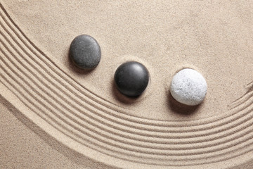 Photo sur cadre textile Zen pierres a sable Stones on sand with lines. Zen concept