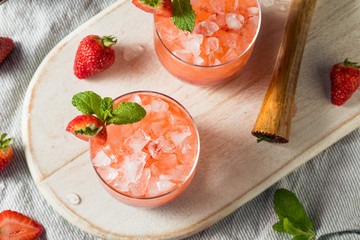 Fototapete - Homemade Boozy Strawberry Mint Smash Cocktail