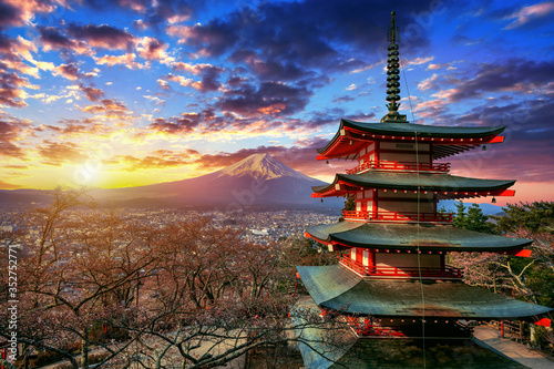 Wall mural Chureito pagoda and Fuji mountain at sunset in Japan.