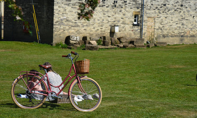 Aluminium Prints Picnic Couple with vintage bicycle at Naburn Lock York, North Yorkshire