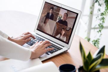 自宅でのオンライン会議風景