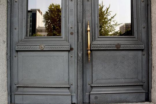 Door to past