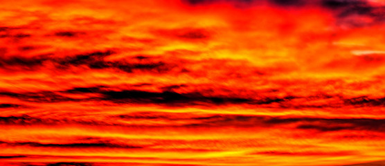 Fototapeten Rot Beautiful sunset with colorful clouds in the sky