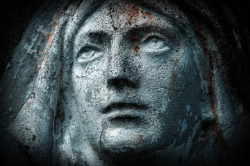 Fotomurales - Close up ancient statue with cracks: Virgin Mary. Horizontal image.
