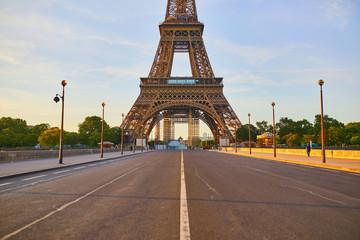 Fototapeten Cappuccino Scenic view of Eiffel tower over Iena bridge