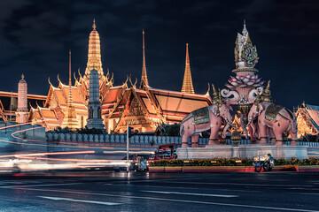 Fototapete - Grand Palace in Bangkok at night