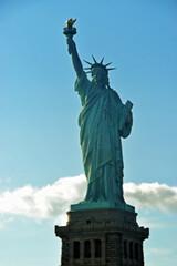 Symbol Stanów Zjednoczonych Ameryki , Statua Wolności, znajduje się w  Nowym Jorku