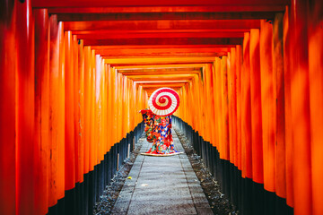 和傘と着物女性