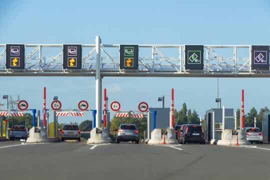 Saint Arnoult En Yvelines – France, August 19, 2019 : Cars payting at the tollbooth