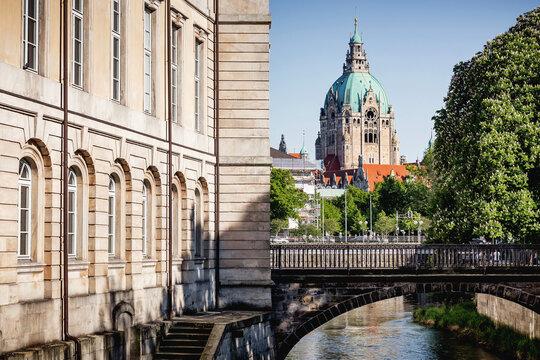 Neues Rathaus Hannover, gesehen vom Hohen Ufer in der Altstadt