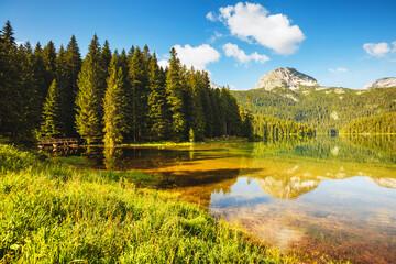 壁紙(ウォールミューラル) - Picturesque view of Black lake. Location place National park Durmitor, Montenegro, Balkans, Europe.