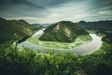 壁紙(ウォールミューラル) - Top view of Rijeka Crnojevica flowing through mountains. Location place National park Skadar Lake, Montenegro, Balkans, Europe.