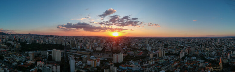 Foto op Textielframe Vulkaan sunset over the city