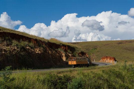 Camion sur la N7 dans le sud de Madagascar.