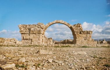 Fototapete - Ancient Roman arche in Paphos archaeological park at Kato Pafos in Cyprus