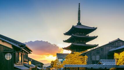 Wall Mural - Yasaka Pagoda at sunset in Kyoto, Japan.