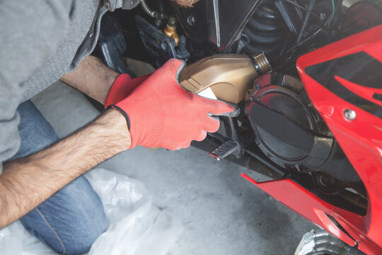 Change motor oil motorcycle. Check and Maintenance