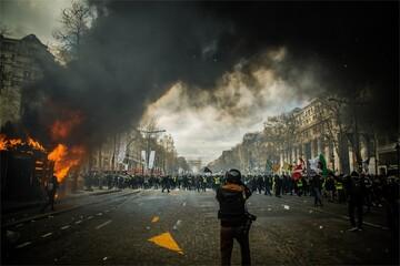 Fototapeten Nacht-Autobahn smoke in american riot, usa, us, united states of america, protest, minneapolis, george floyd