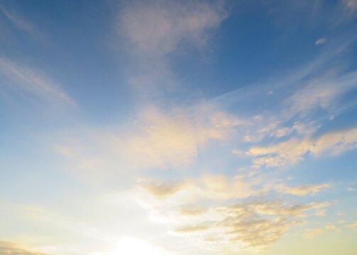 日本の田舎の風景 1月 真冬の朝日と空 朝焼け