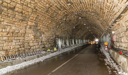 Tunnel auf der Hochalpenstrasse.