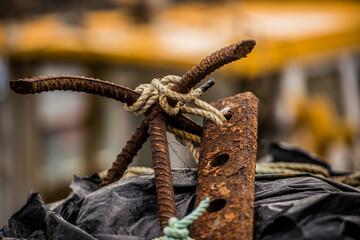 Türaufkleber Schiff vecchio arpione arrugginito per la pesca in alto mare