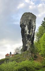Fototapeta Maczuga Herkulesa monadnock near Pieskowa Skala (Little Dog's Rock) castle at Ojcow National Park. Poland obraz