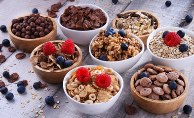 Bowls with different sorts of breakfast cereal products Papier Peint