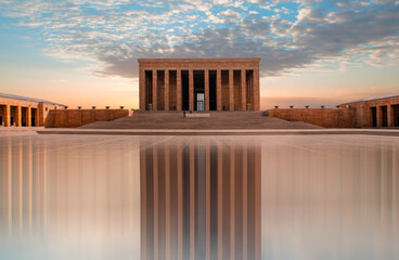 Papiers peints Con. Antique Anitkabir, Mausoleum of Ataturk with dramatic cloudy sky, Ankara Turkey