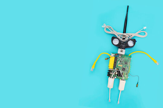 A metal robot and an electronic board that can be programmed