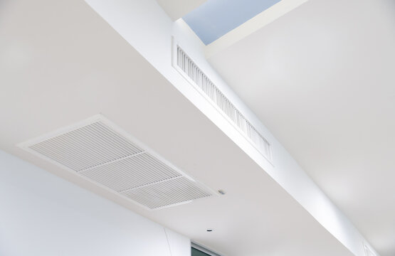 Ceiling mounted cassette type air conditioner