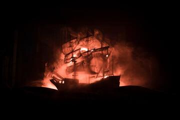 Foto auf AluDibond Schiff Black silhouette of the pirate ship in night