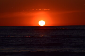 Photo sur Toile Rouge mauve zachód słońca