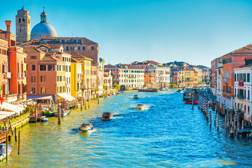 Papiers peints Gondoles Grand canal in Venice - city travel landscape with boats and gondola