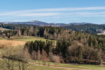 Blick auf den Berg Lusen gesehen von Grafenau im Bayerischen Wald im Sommer, Deutschland