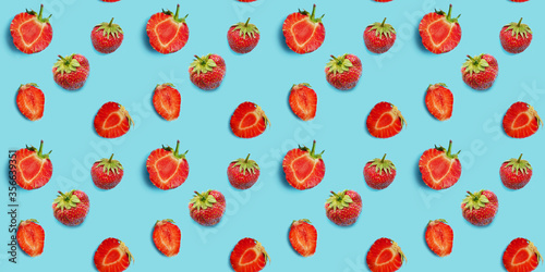 Fototapete Seamless food pattern, ripe strawberries on a blue background. Creative flat layout, top view.