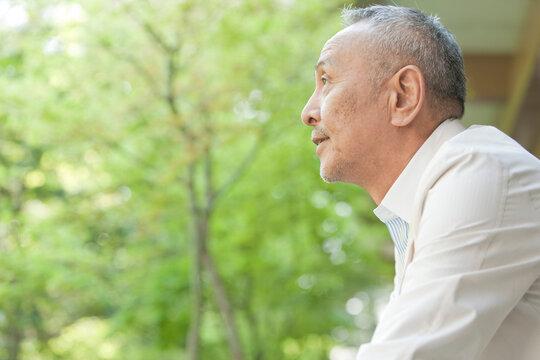 60代男性の横顔