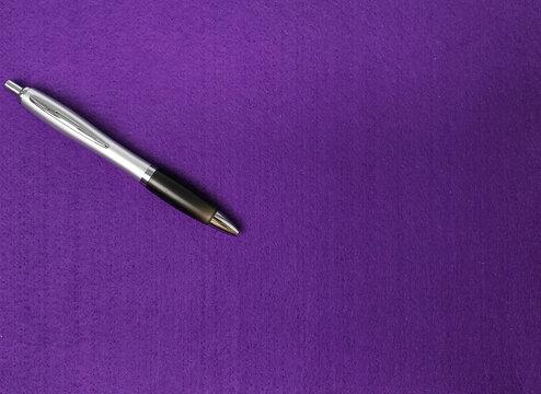 Clipboard purple with pen