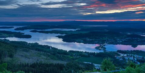Fototapeta Zachód słońca nad Tyrifjorden zwanego Jezioro Tyri z punktu widokowego Kongens utsikt (królewski widok) obraz