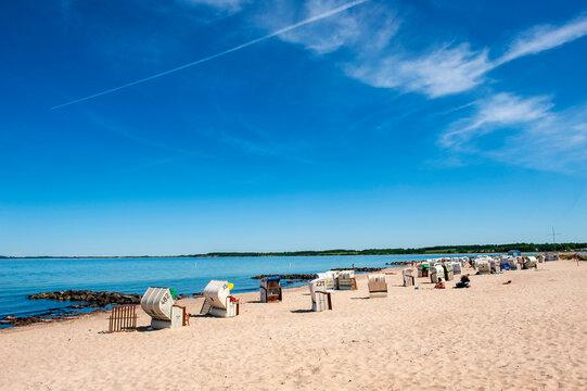 Strandkörbe am Strand von Hohwacht, Schleswig-Holstein, Deutschland