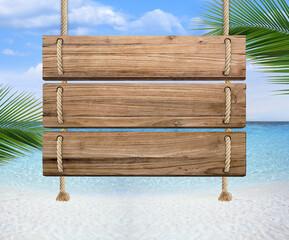 Papiers peints Palmier Panneau, pancarte en bois avec espace vide pour du texte, arrière-plan mer, concept vacances à la mer avec sable et palmier