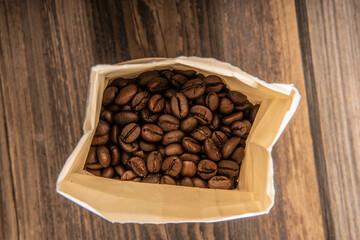 Kaffeebohnen in der Tüte