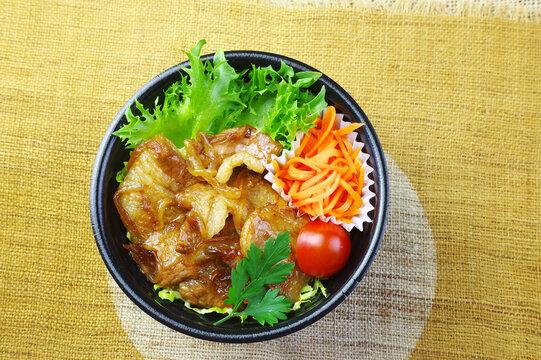 スタミナ満点の生姜焼き丼