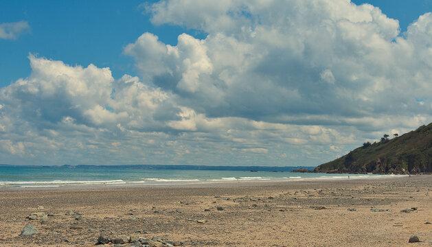 plage des rosaires à plerin en cote d'armor dans la baie de saint brieuc