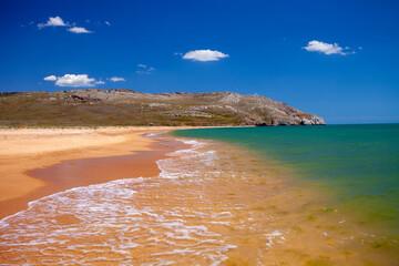 Fototapete - Beautiful seascape. Deserted sandy beach. Calm ocean on a sunny day