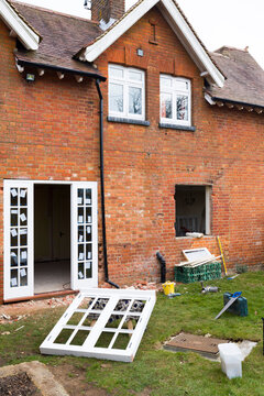 Fitting installing replacement wooden windows UK
