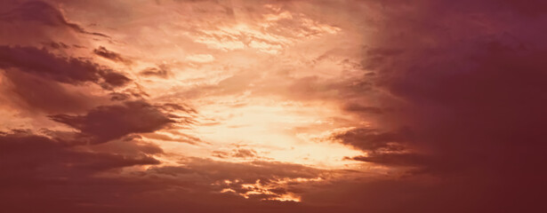 Stores à enrouleur Bordeaux Dramatic cloudy sky at sunrise