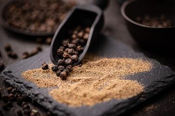 Fototapeta whole and milled black pepper obraz