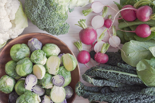 Cruciferous vegetables, radish, kales, cauliflower,broccoli, Brussels sprouts, reducing estrogen dominance, plant based and vegan diet, fiber healthy food