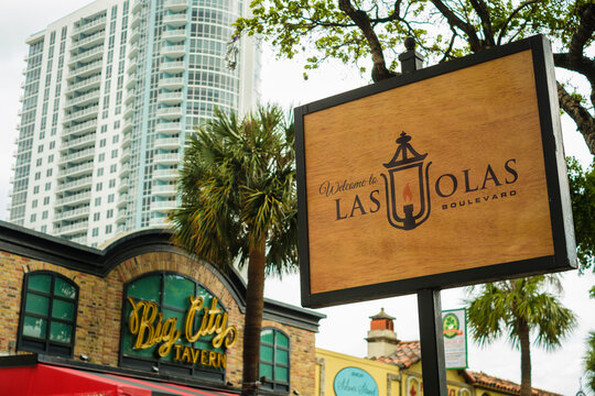 Las Olas Boulevard welcome sign in downtown Fort Lauderdale, Florida
