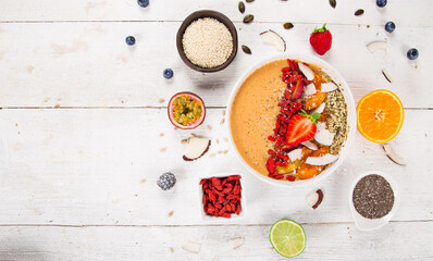 Poster Akt Smoothie bowl with fresh berries, nuts, seeds, fruit and vegetables. Healthy breakfast.